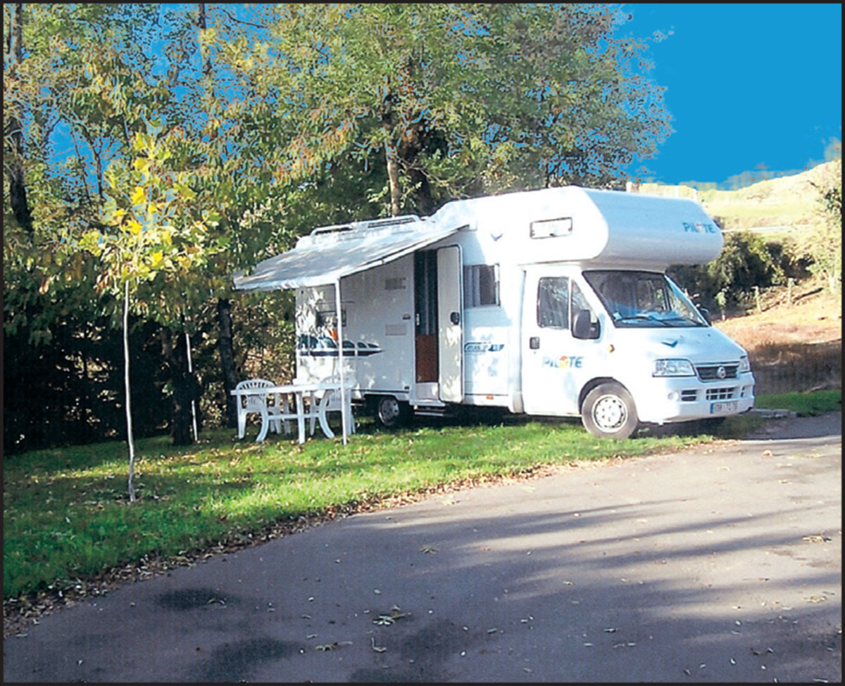 Aire camping-car à Nanteuil (79400) - Photo 1